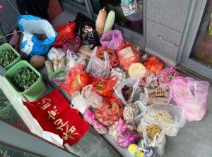 【父母寄送一货车年货】杭州小伙收到一货车的年货 网友:一个月不用买菜了